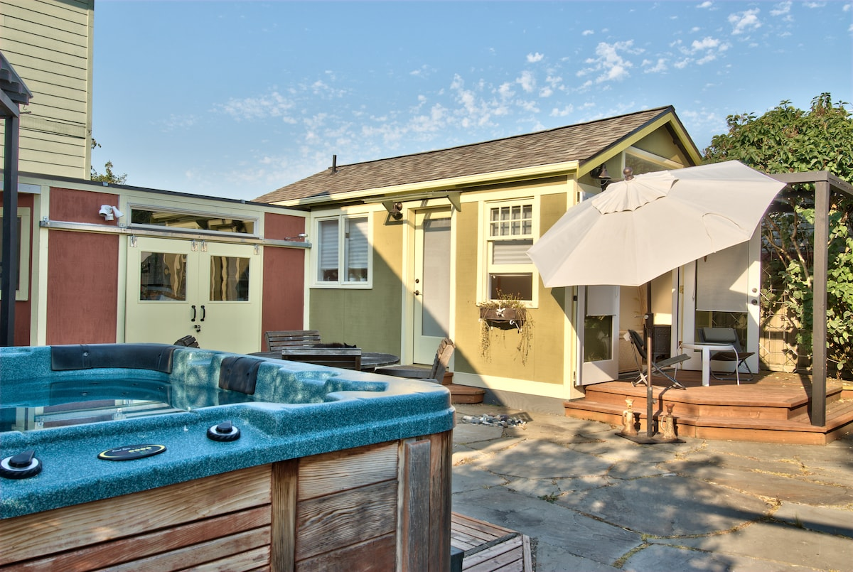 Relaxing Garden Cottage w/ Hot Tub!