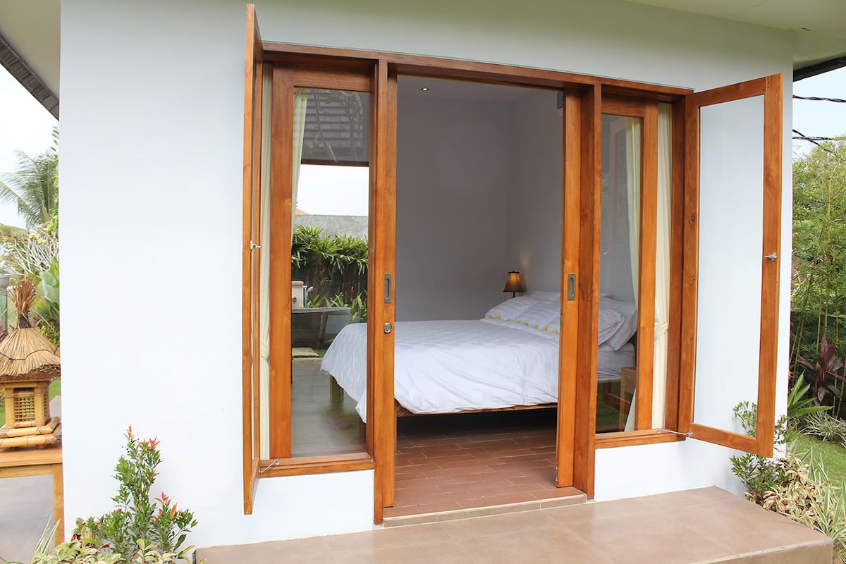 The beautiful guest house, where you can see straight through to the divine outdoor stone tub.