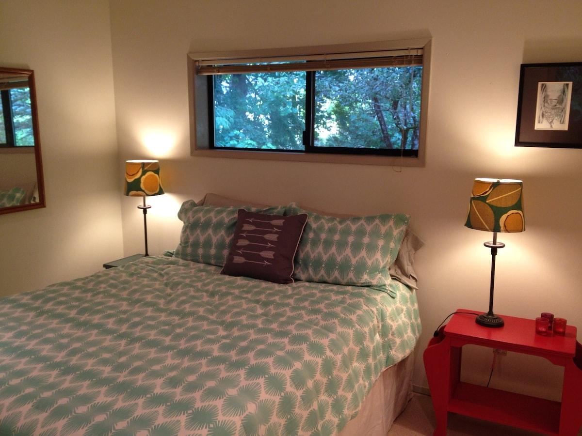Quiet Evergreen Getaway Apartment