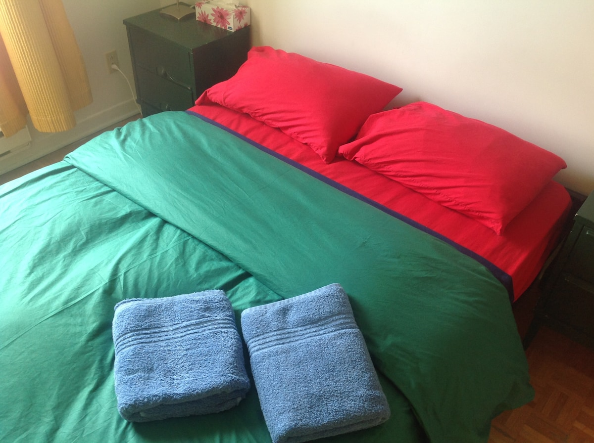 We love mixing and matching colors....Green, Blue and Red....Why not!?