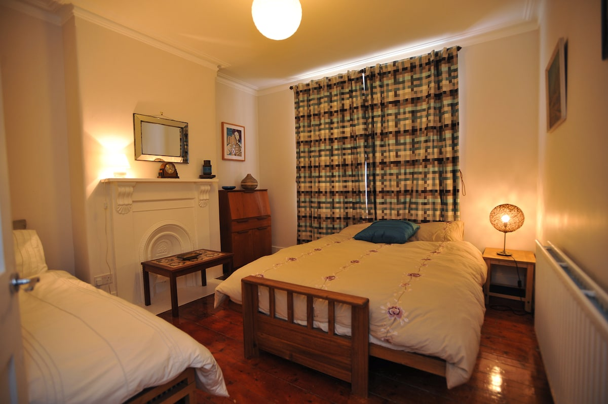 Living room - Sleeps 3 in one double size futon and one single bed