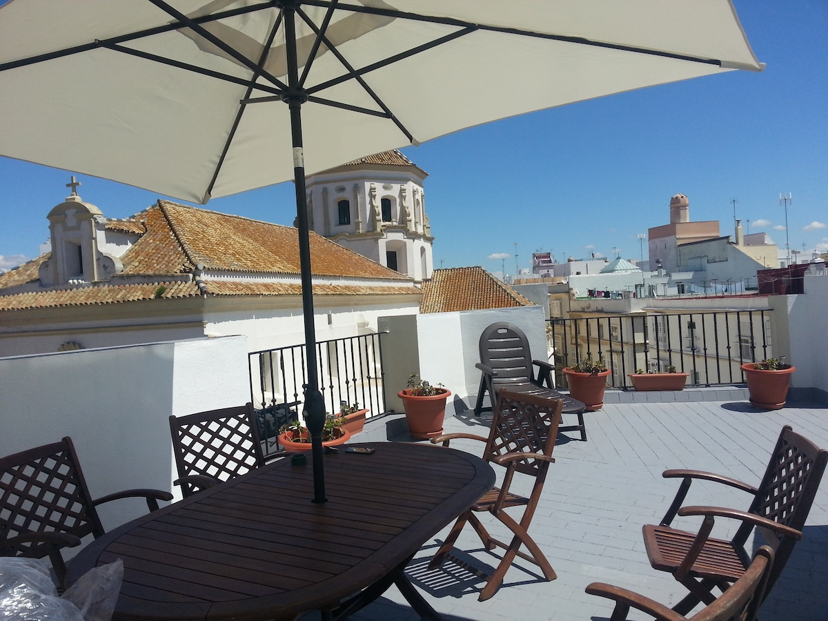 Amplia y soleada terraza exclusiva para huéspeded