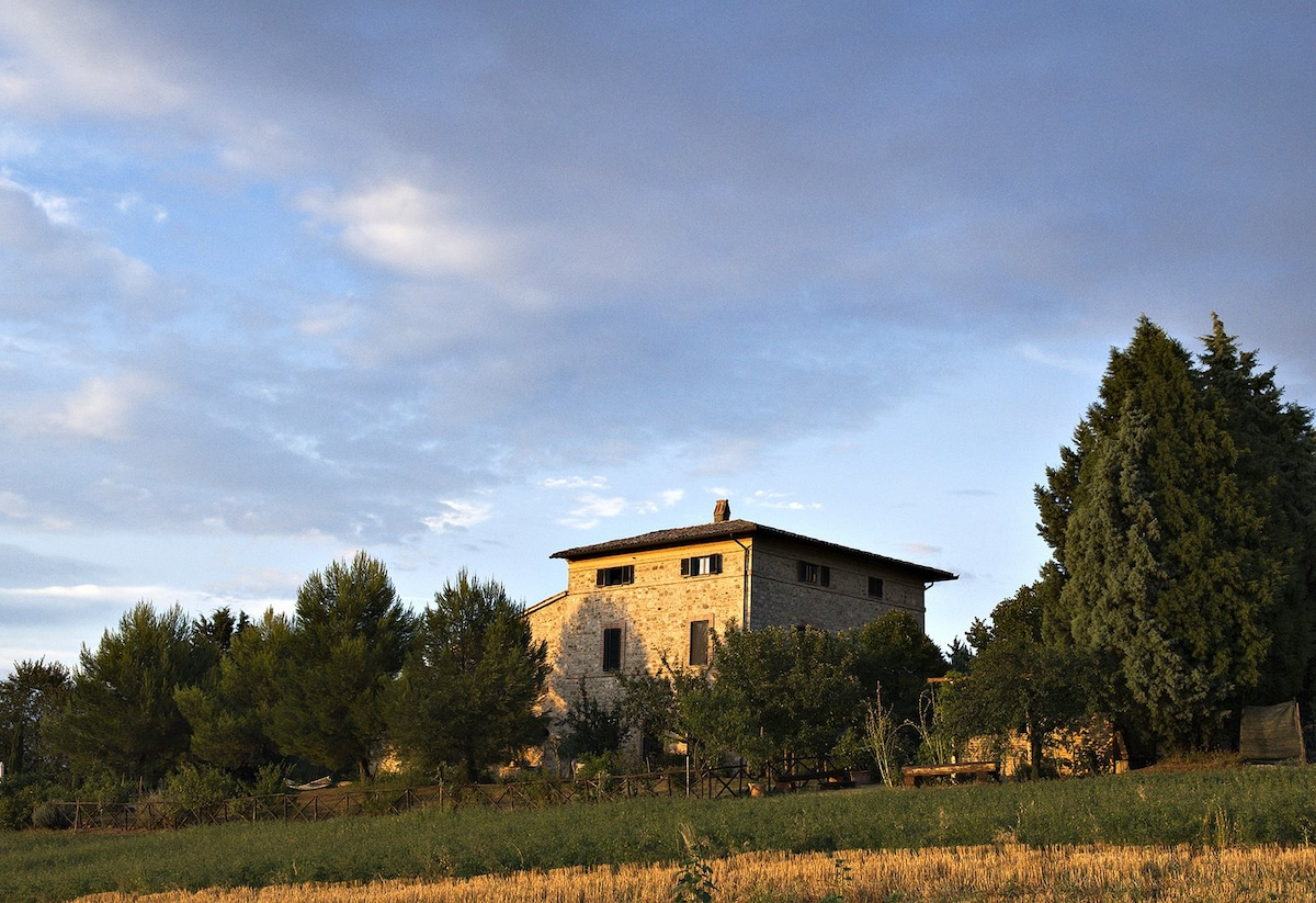 Umbrian antique artist countryhouse