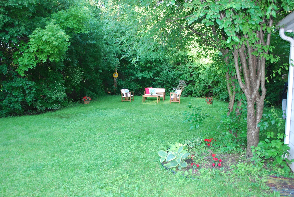 A quiet backyard retreat ...  a cup of coffee and the sound of birds!