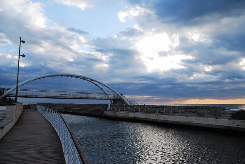 """In questa foto si vede il ponte di Sant'Anastasia che rappresenta """"l'ingresso al mare"""". A titolo informativo, il canale che si vede in foto è quello che collega il lago di Fondi al mare."""