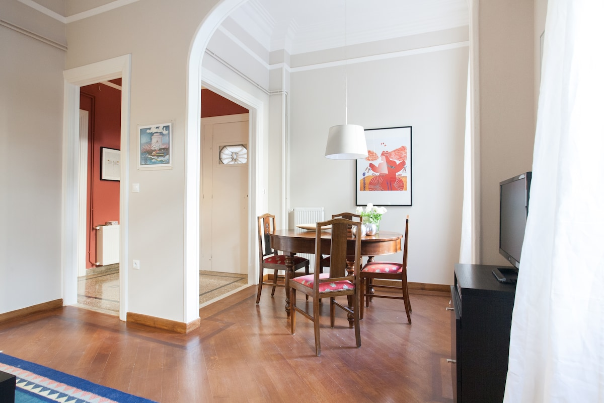 Elegant entrance to the apartment with restored marble and wooden floors