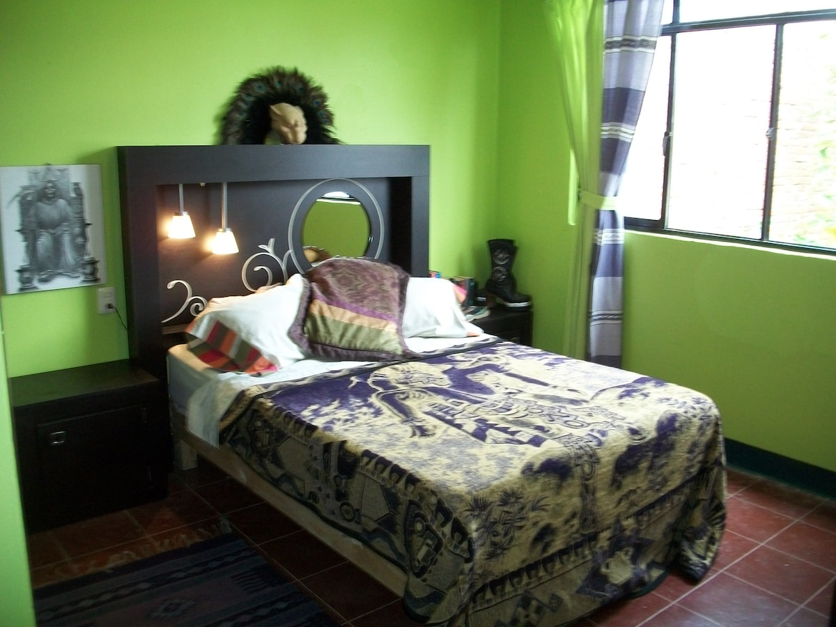 The Limon Room, with Double Matrimonial Bed, Second Floor overlooking the back Garden