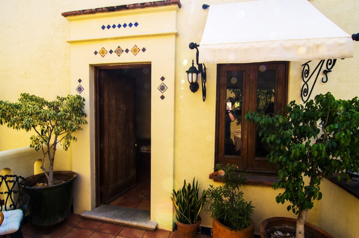 Your Private Patio/Entrance