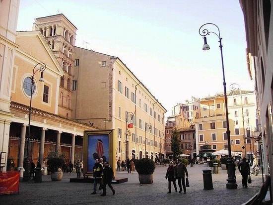 Piazza Dell'Immacolata luogo di ritrovo dei giovani del quartiere universitario di san Lorenzo