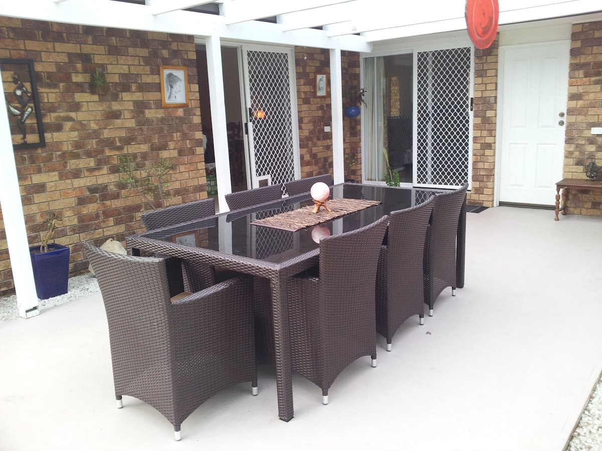 Cook up a feast in the kichen or on the barbeque and dine in our lovely undercover area