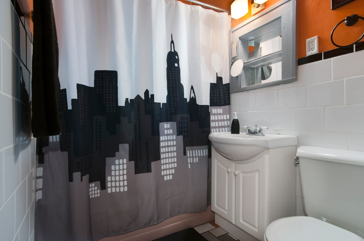 The private guest bathroom has a shower, tub (in retro pink!), and dual-flush toilet. Fresh linens are always provided
