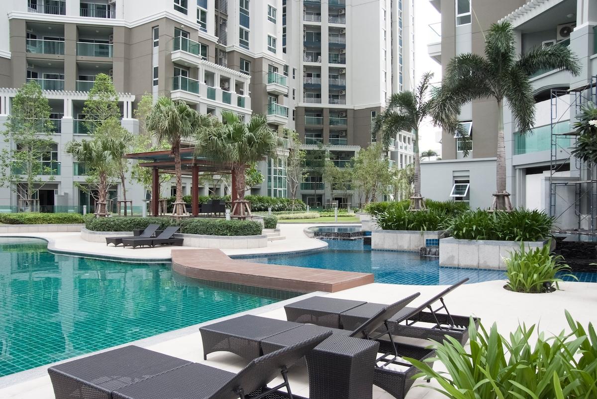2Bdr High Floor Condo, Wifi, Pool