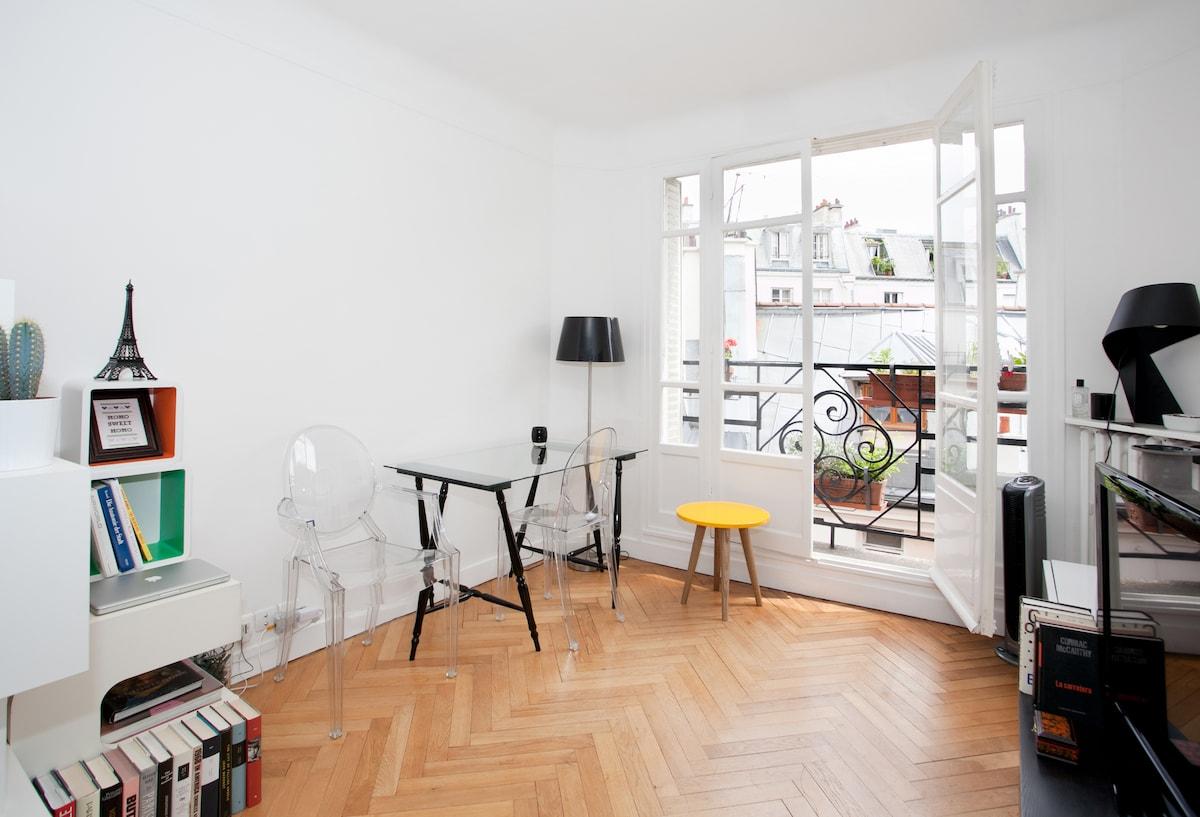 MARAIS sunny studio heart of Paris