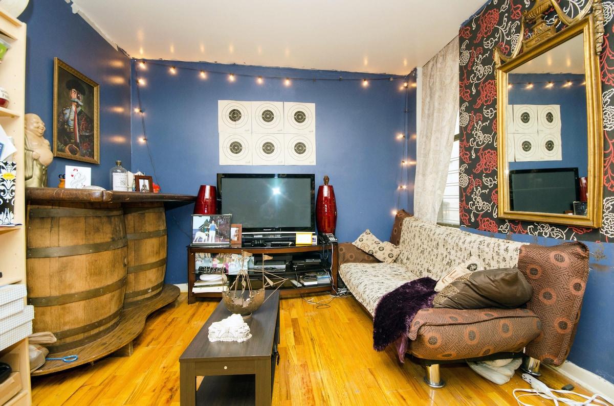 spacious clean williamsburg room