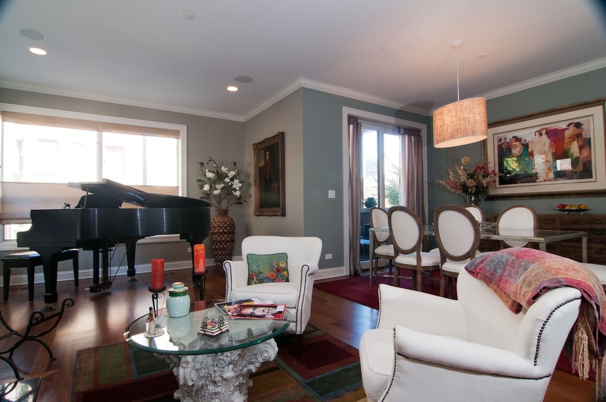 """Stunning 3BR Condo By Lake and """"L"""""""