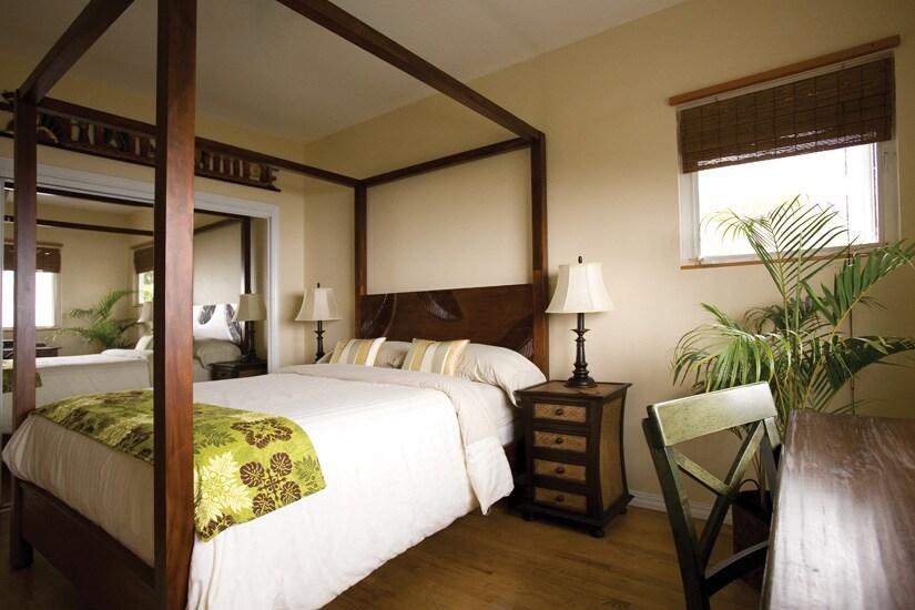 Honaunau Room - Ocean View, full bath across hall.