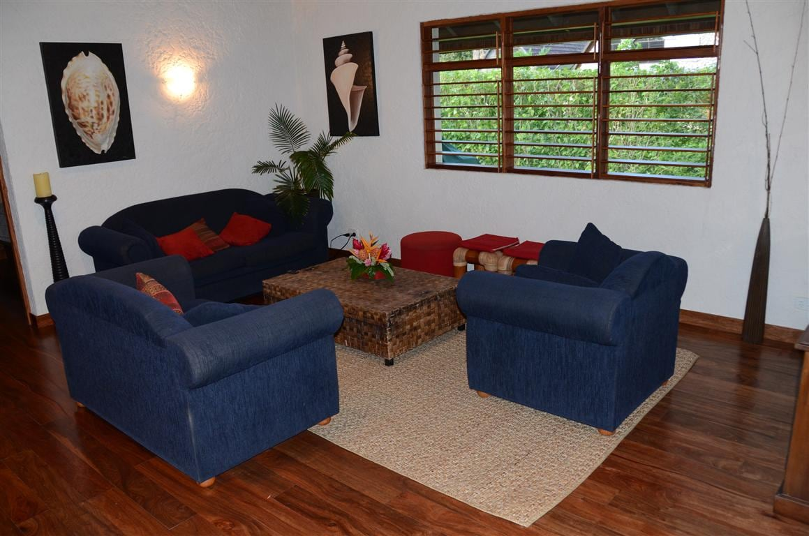 Lounge -  with pull out sofa bed