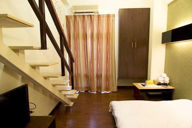 西門町-樓中樓雙人房(可以加一張雙人沙發床)