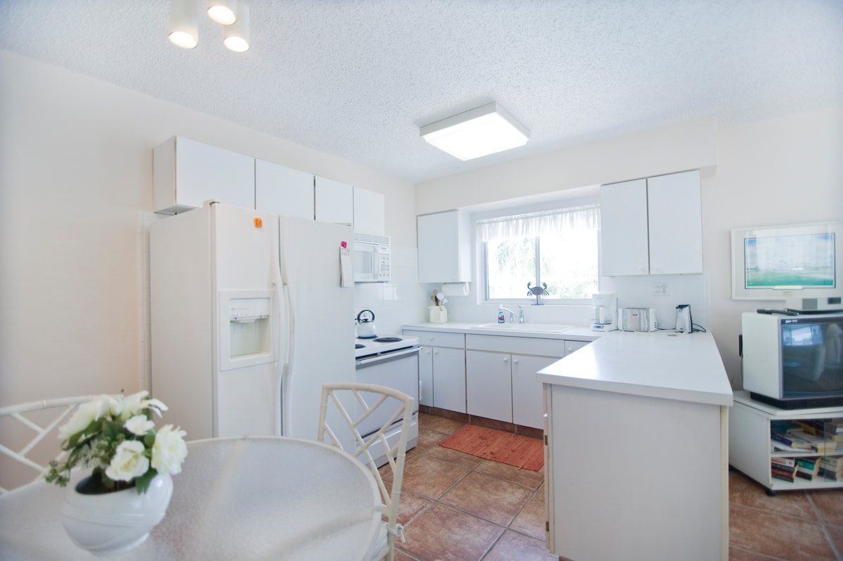Cottage 2 Kitchen.  One Bedroom with Pull out sofa sleeper