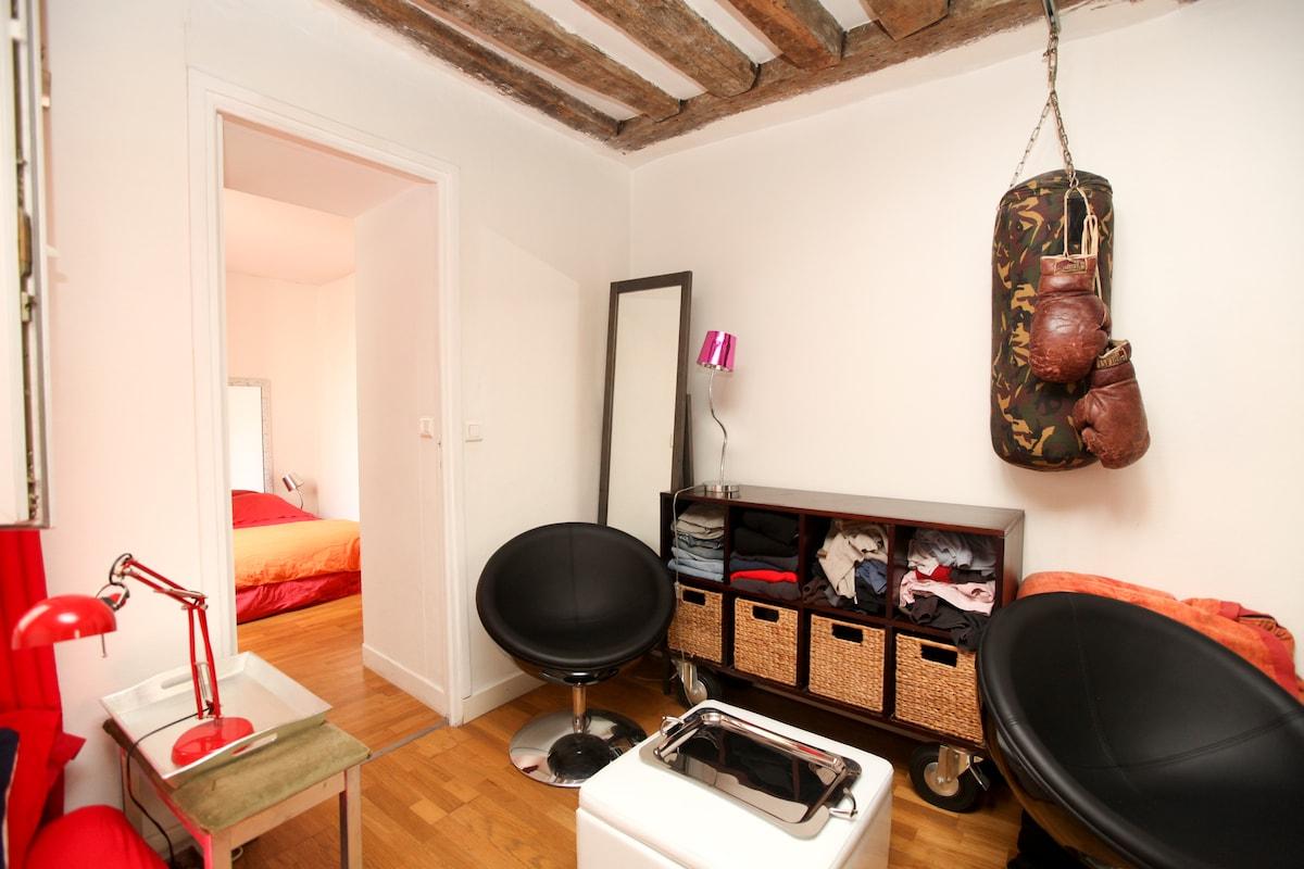 Nice flat in Le Marais, central.