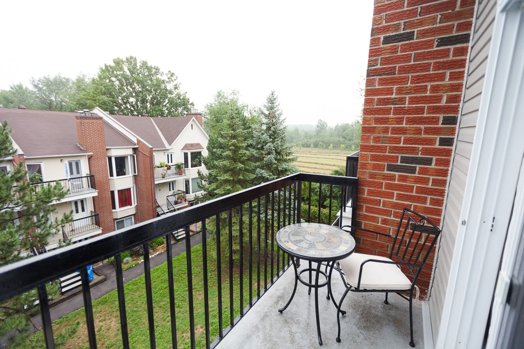 Private balcony & view of the Moore Farm Estate / Gatineau Park.