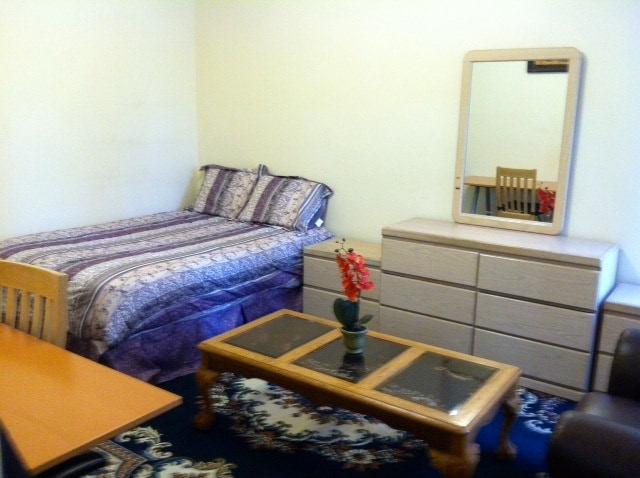 New picture of the queen bed which has replaced the twin bed