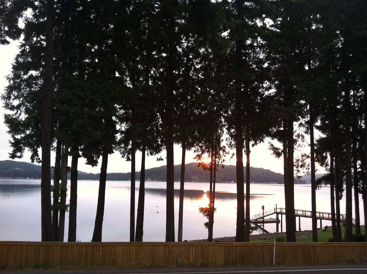 Awesome Waterfront Hood Canal Condo