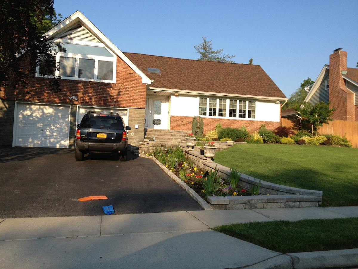 The front of the house is meticulously maintained by Tom, who has TWO green thumbs.