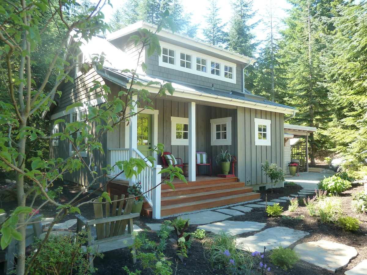 Charming cottage on Bainbridge