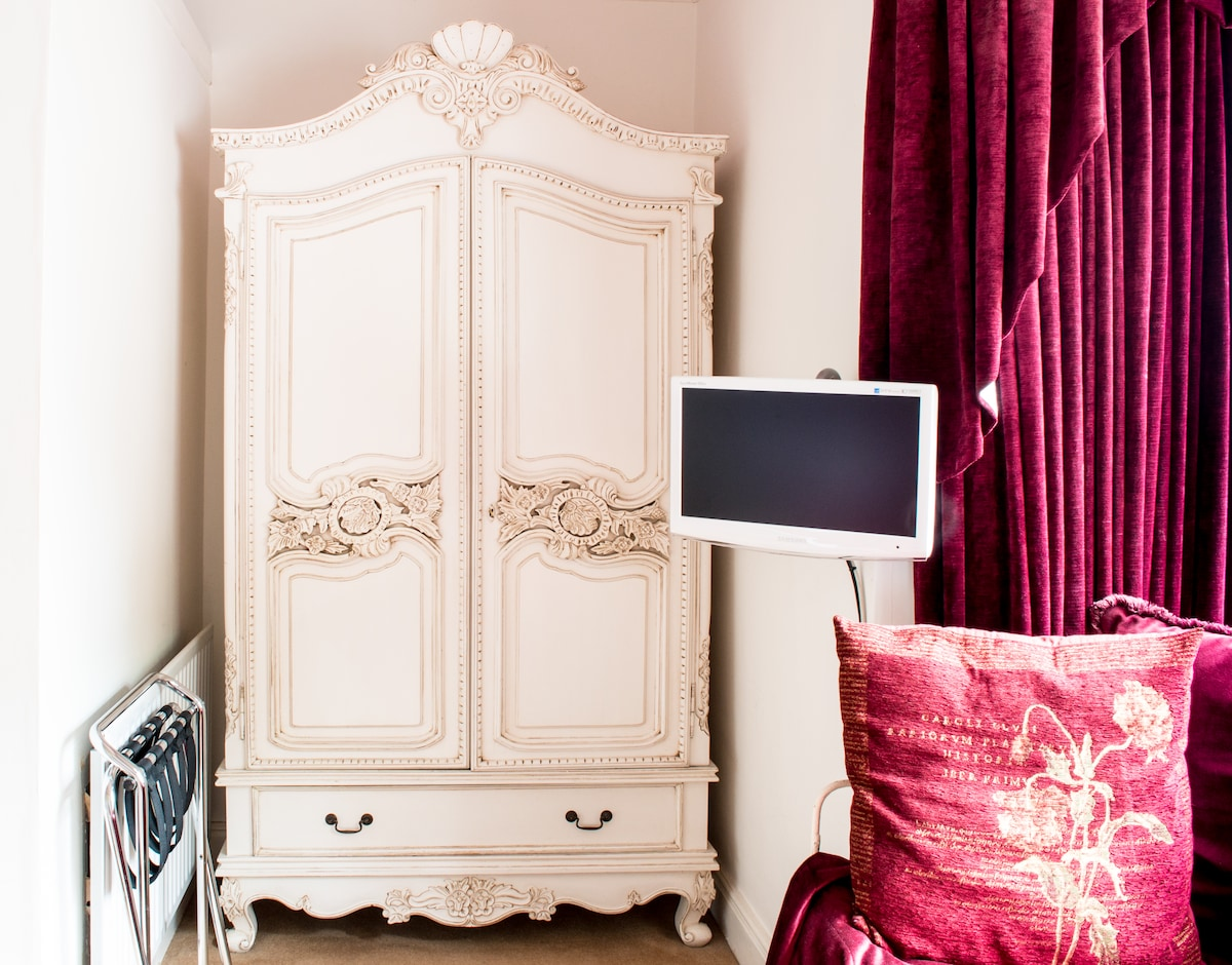 This huge wardrobe will swallow much luggage, creating plenty of space for guests to move around in The Fairfield room. The flat scree TV, as with all the TVs in our rooms, provides digital radio and tv channels.