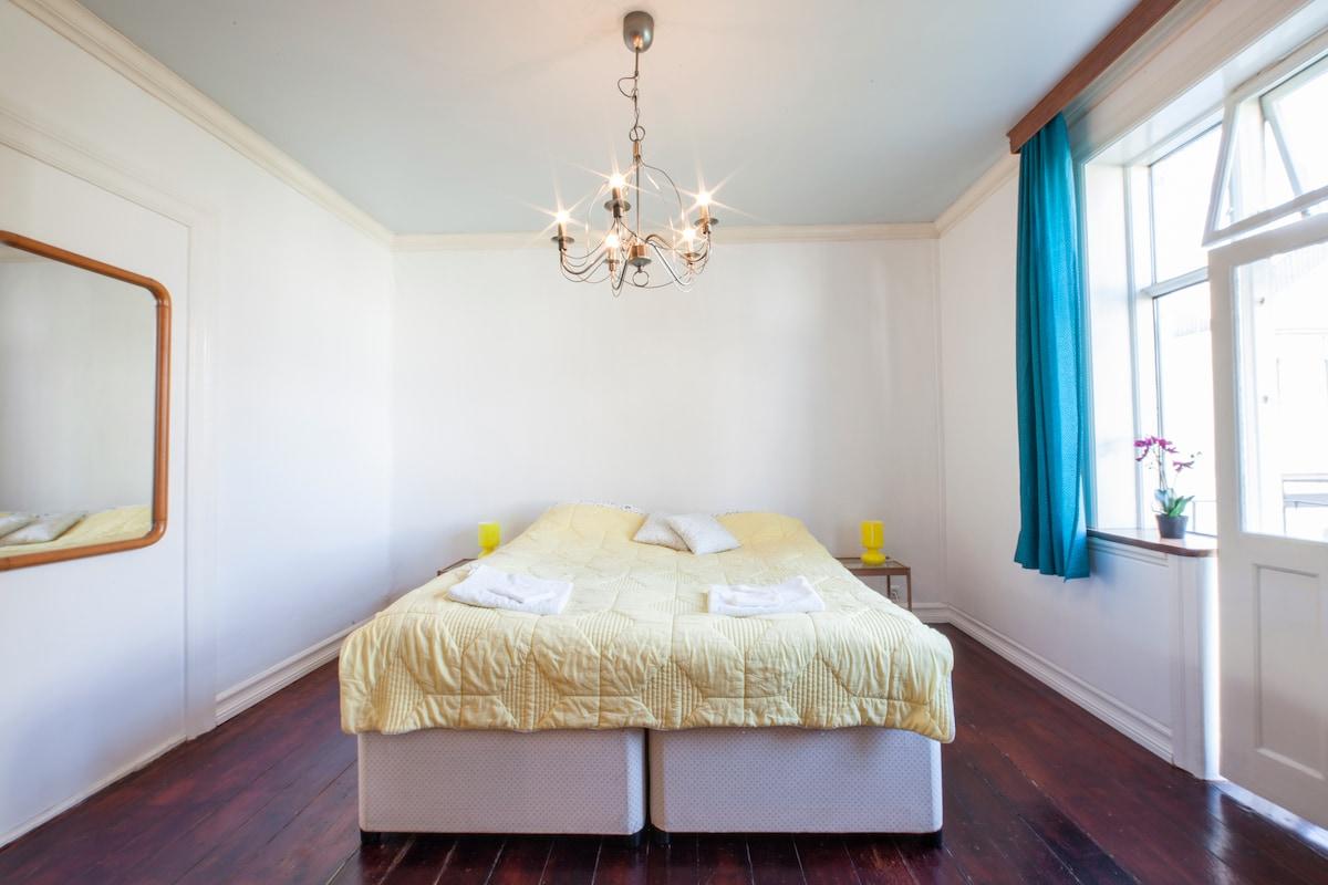 Central private apartment