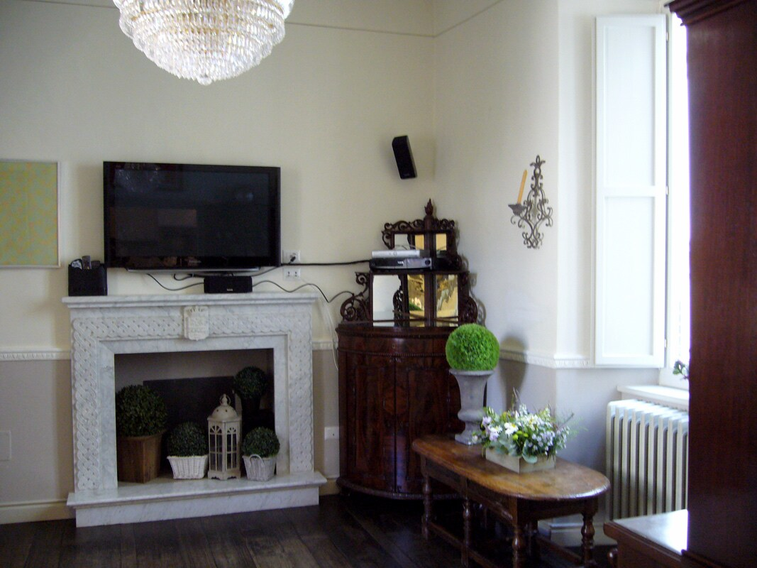 Home cinema system in living room with Sky channels in English and Italian, comfortable seating