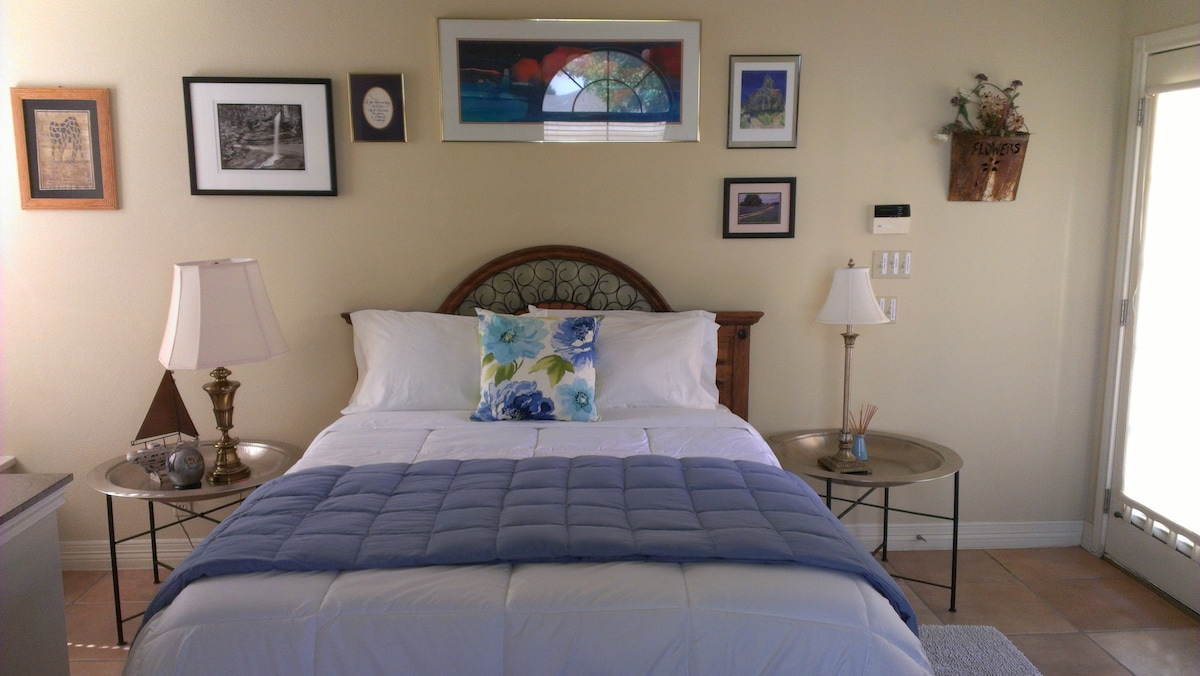 Memory foam Queen size bed with 4 comfy non-allergenic pillows.
