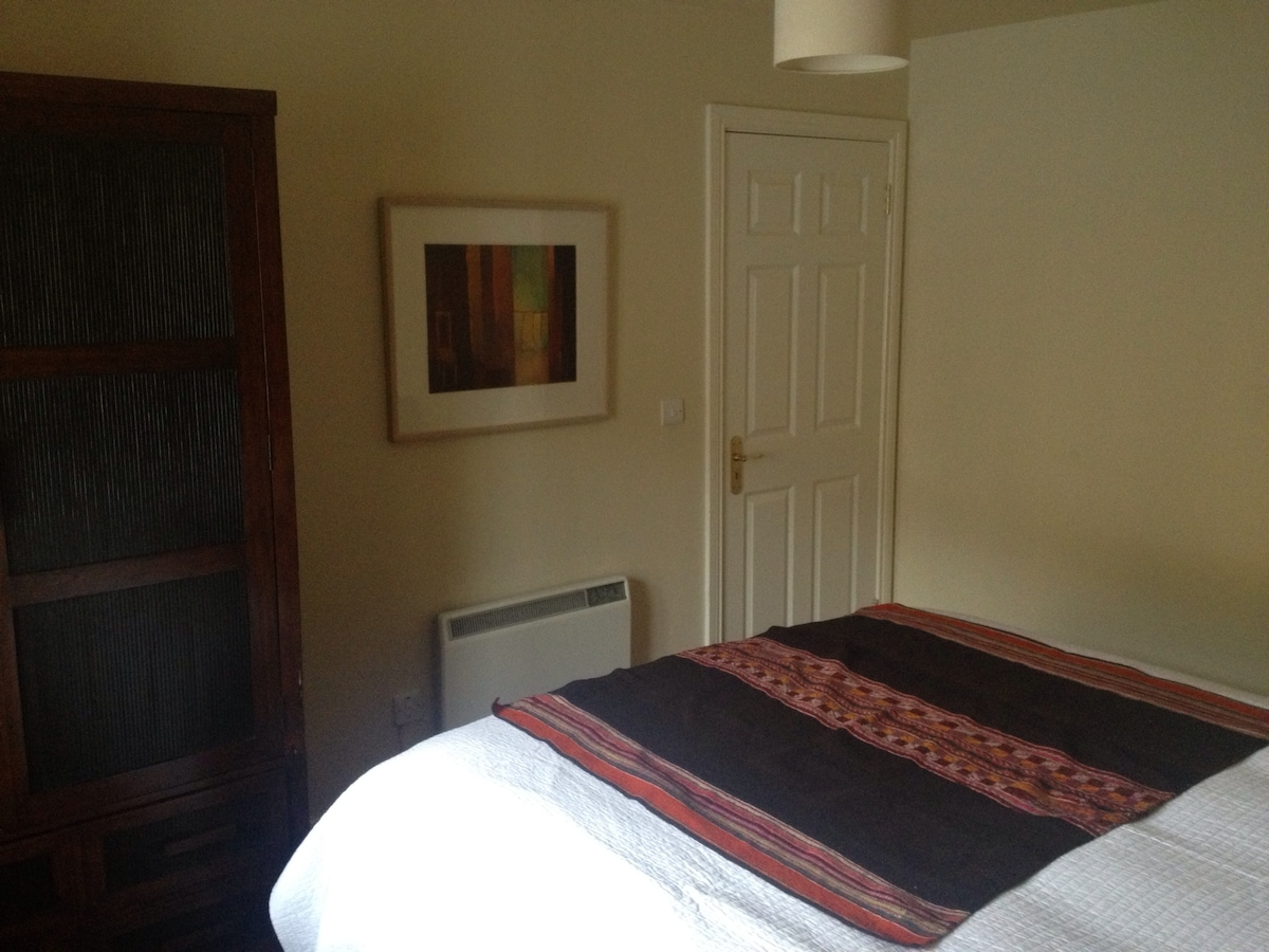 Spacious wardrobe and electric heating