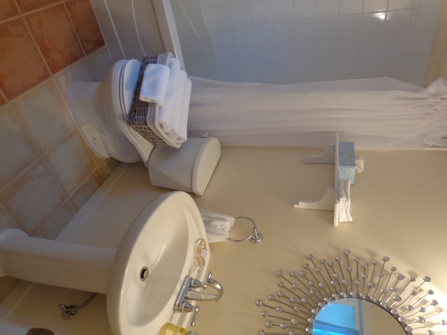 Full Bathroom, with tub & shower