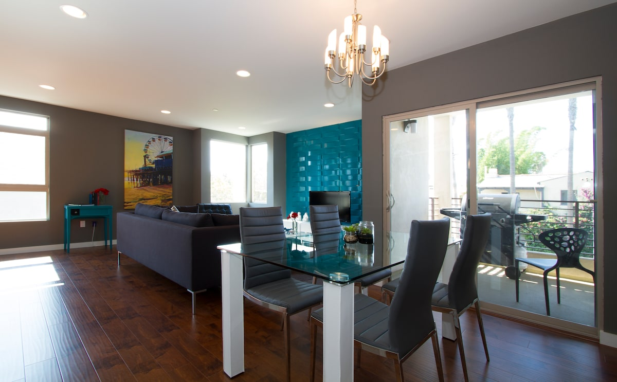 Crashpad: Luxury 2 Bedroom Condo