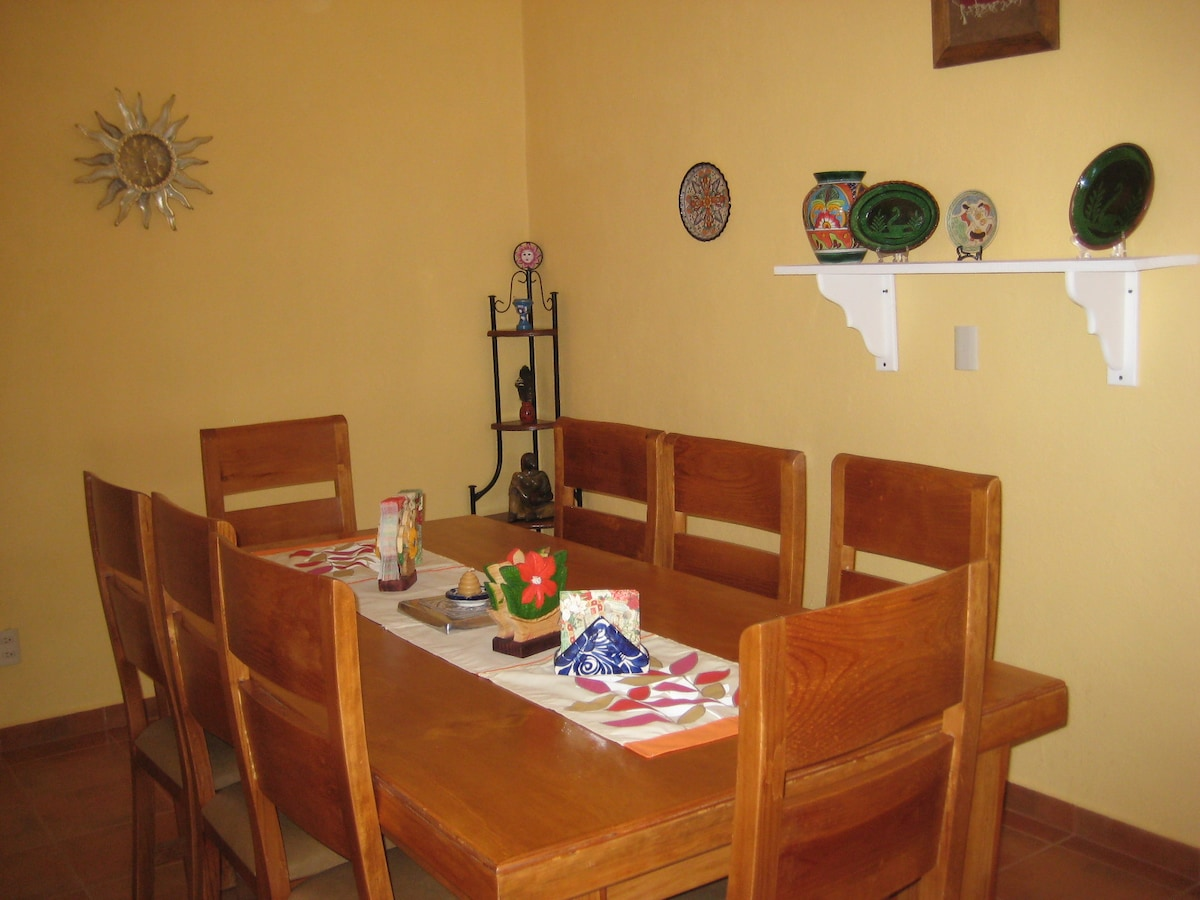 The dining room - eat your homecooked meals in style!
