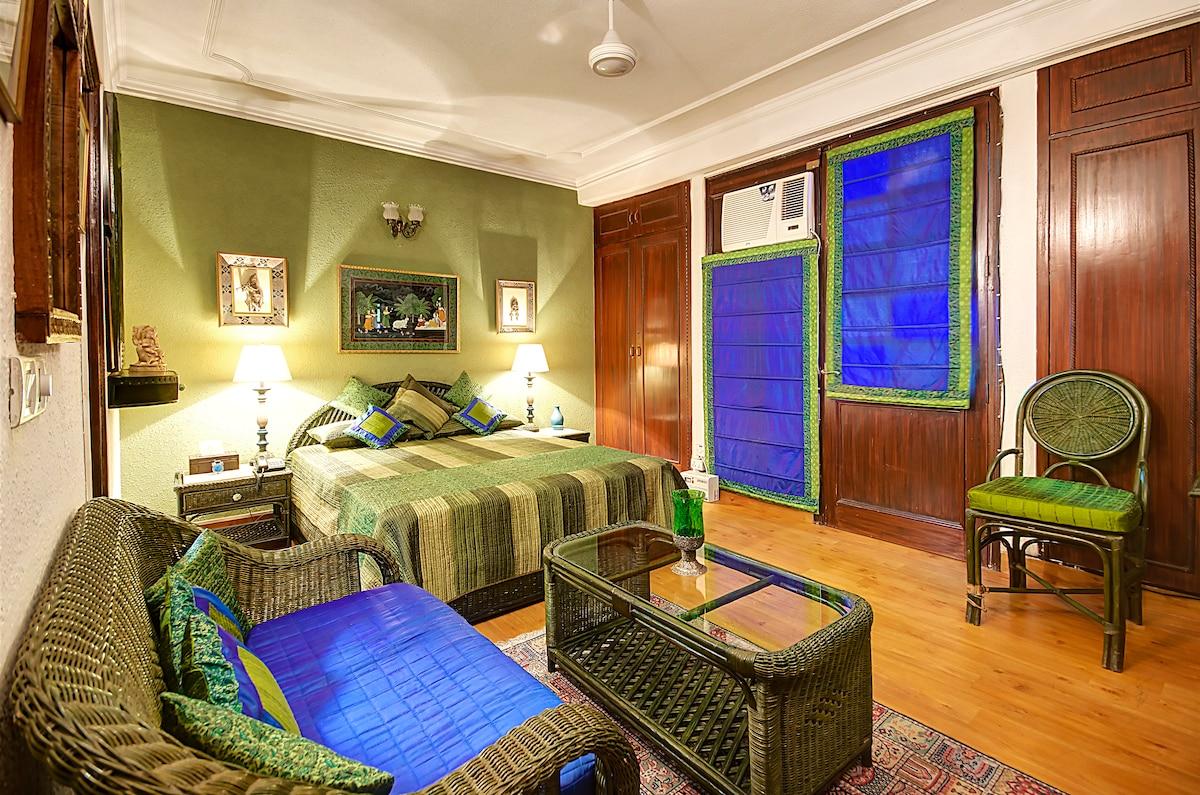 Charming Bed & Breakfast-Pine Room