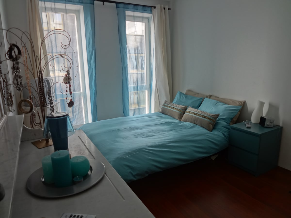 8 min walk from Central Station