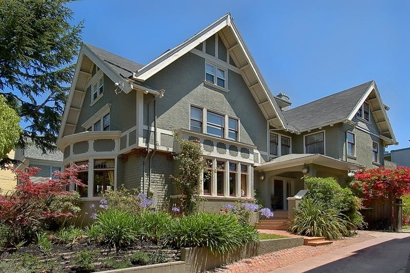 Front of the house near Lake Merritt with 11 bedrooms