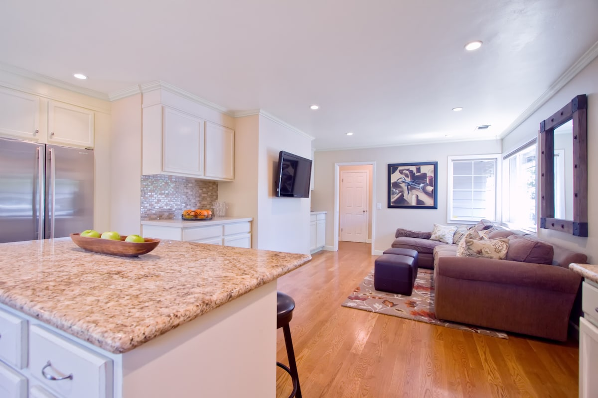 New kitchen family room, granite,limestone, glass tiles, hardwood...cool and comfy