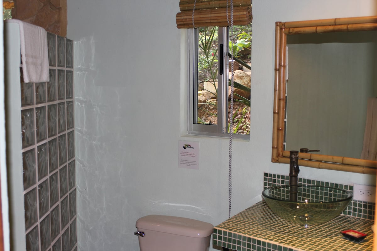 Private Bathroom of each Cabina