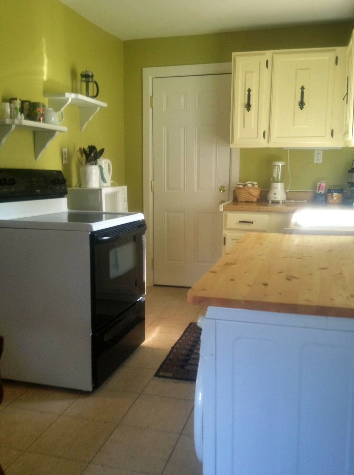 Fully Equipped Kitchen with Everything You Need to Feel Right at Home