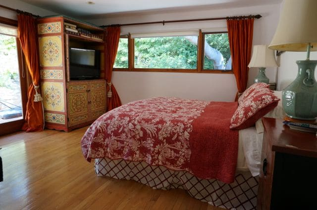 King-size bed, huge TV, french doors to garden  and bamboo floors