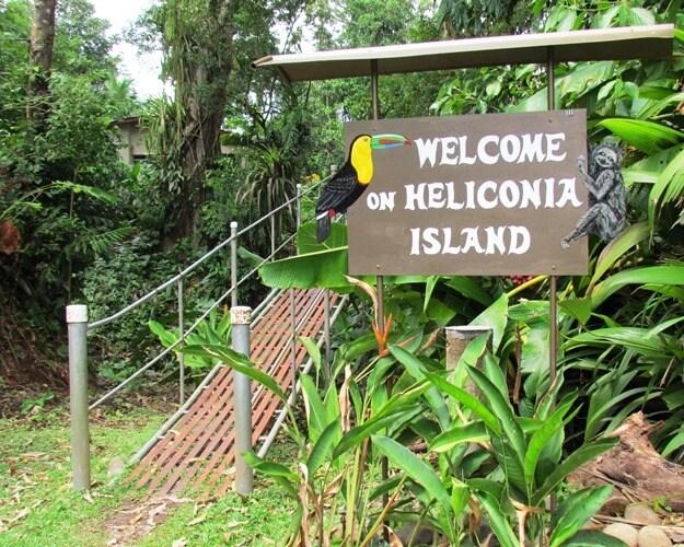 Kom over de brug en ontdek ons eiland