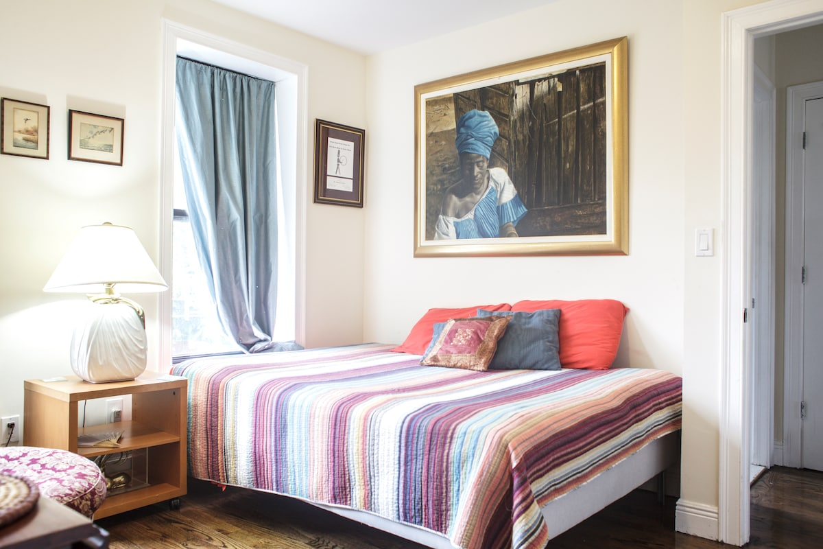 Beautiful, sunny and peaceful room with comfortable queen sized bed.