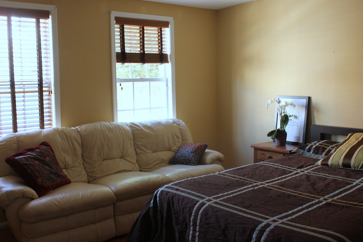 Leather couch in room for reclining and room for extra guest!