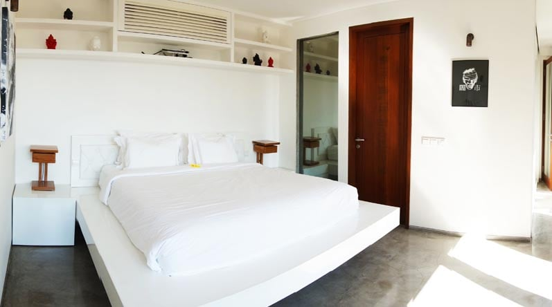 Bedroom with view to the  terrace