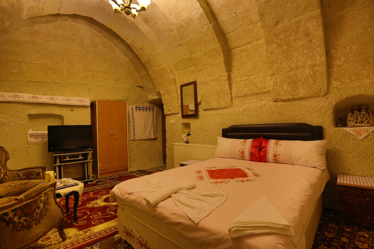 double cave room