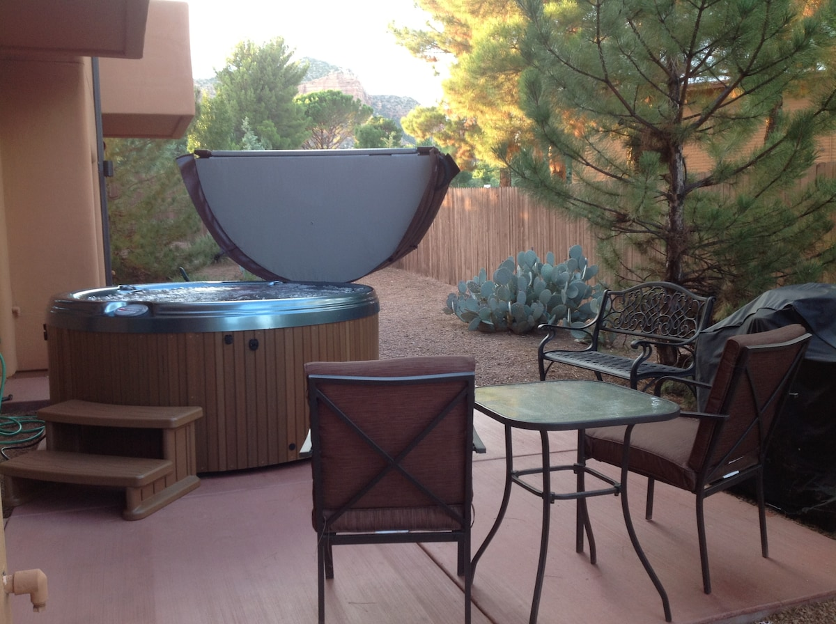 Vacation Townhome - Hot Tub, WIFI-L